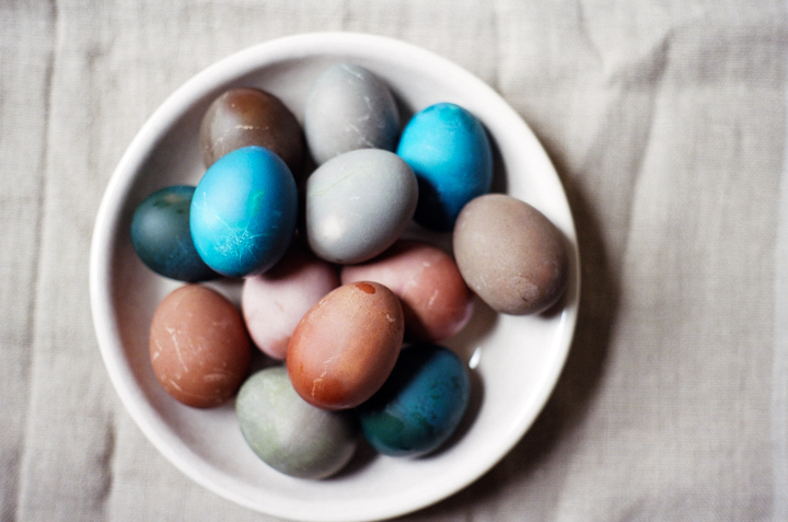 Naturally+Dyed+Easter+Eggs+(yossy+arefi)
